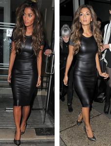 Zwarte wet-look jurk