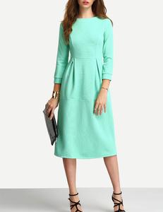 Uitlopende groene jurk