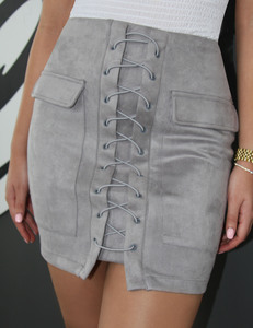 Lace up suede rok grijs