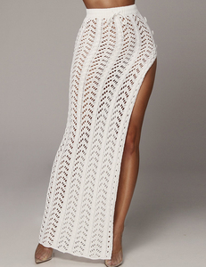 Knitted maxi skirt wit