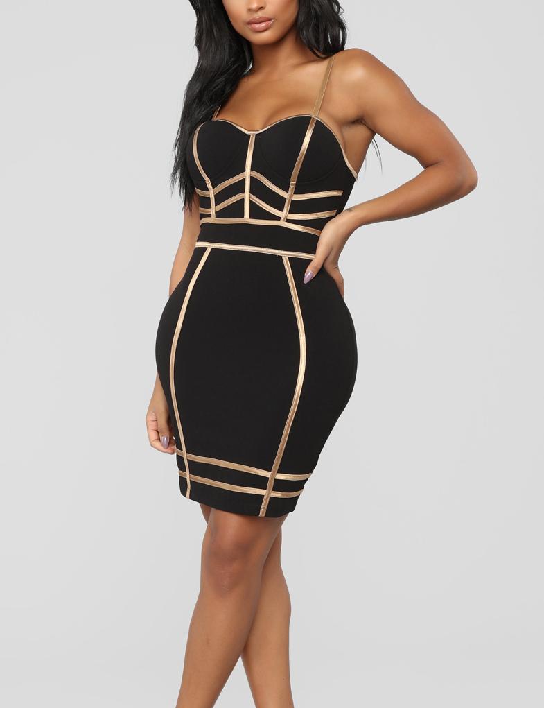 a834591645fa77 Cloozy — Zwart bodyon jurk met gouden details